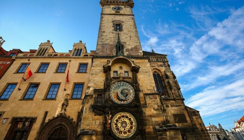 Самые знаменитые часы Праги установлены на Ратуше.