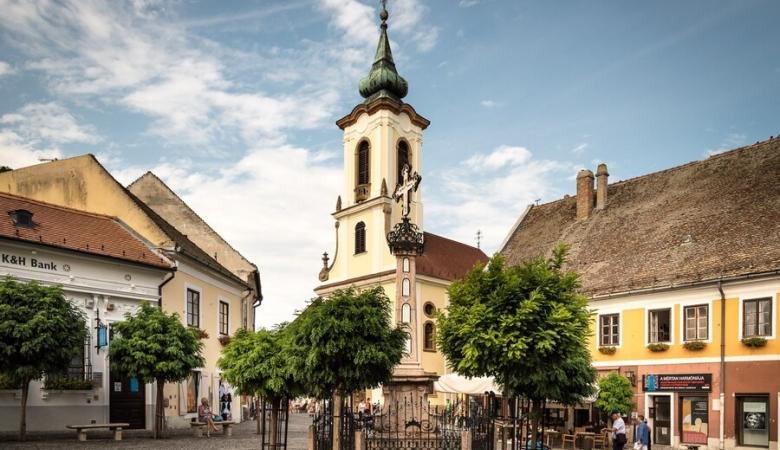 Сентендре - город художников и марципана. На одной из площадей - Чумной столб, каких немало в городах Европы в память об эпидемиях чумы.