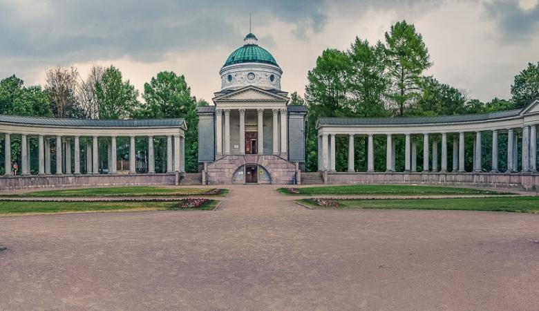 Храм-усыпальница Юсуповых - уменьшенная копия Казанского собора в Санкт-Петербурге