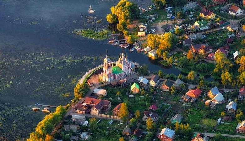 На берегу Плещеева озера стоит древний Переславль