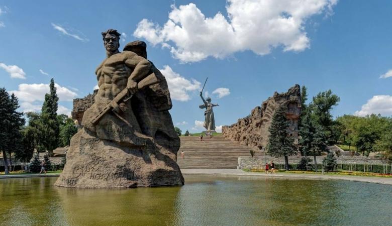 Здесь, на Мамаевом кургане, решались судьбы России и мира