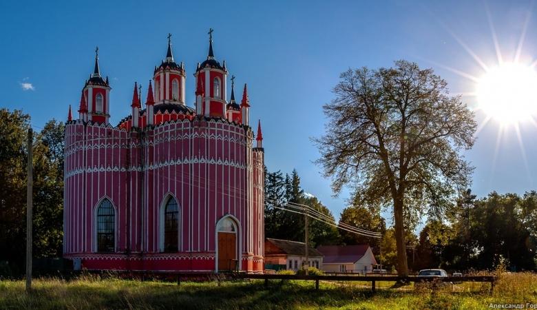 """""""Готический"""" храм в Красном"""